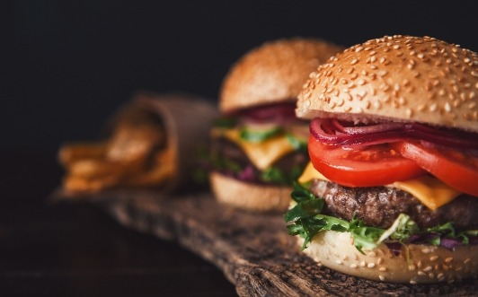 Photo d'hamburgers et de frites